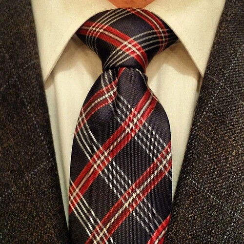 Perfect Knot For Spread Collar